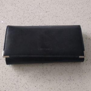Beautiful black wallet by Samsonite 🌸🍀